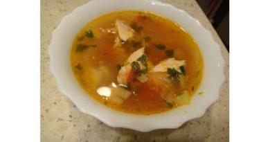 Буйабес – рыбный суп из лосося с морепродуктами