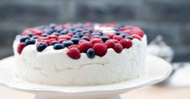 Творожный мусс с ягодами (торт)