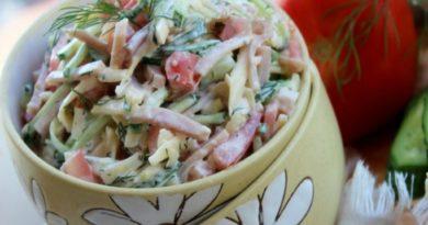 Салат из ветчины,огурцов,помидор и сыра