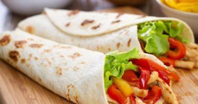 Круче покупного: ролл из лаваша с курицей и овощами