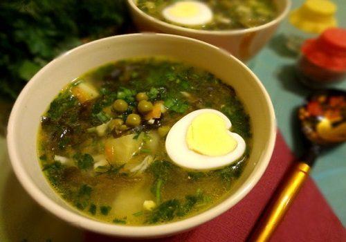 Суп из морской капусты с горошком и яйцами
