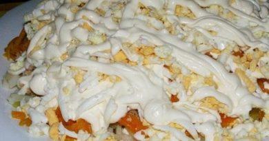 Салат «Печень под шубой» с яблоками и сыром — необычный салат к празднику!