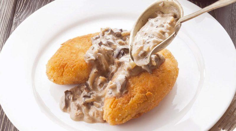 Картофельные зразы с грибным соусом