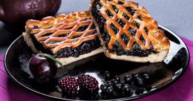 Легкий пирог со смородиной