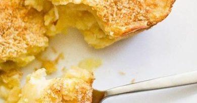 Картофельное пюре с чесноком и сыром в духовке