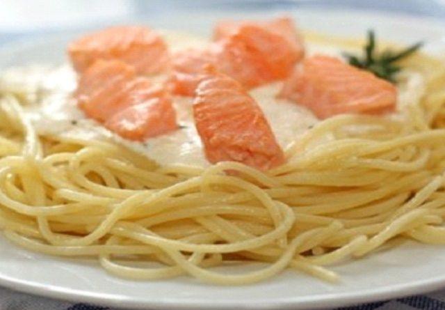 Спагетти с семгой в сливках
