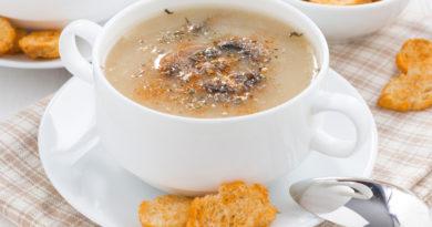 Постный картофельный суп-пюре с грибами и гренками