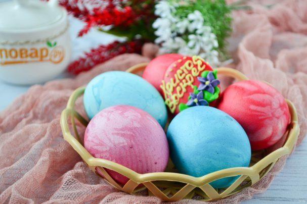 Яйца, крашенные в лоскутках