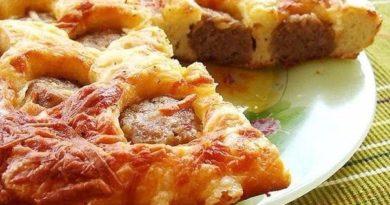 Закусочный пирог с фрикадельками в мультиварке