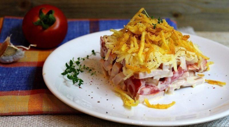 Салат с ветчиной и хрустящим картофелем
