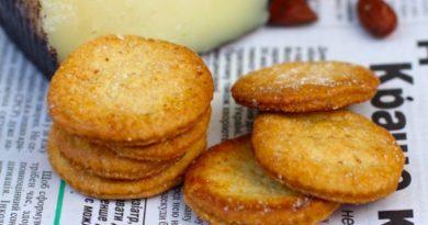 Соленый крекер к сыру