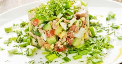Салат из печени трески с авокадо