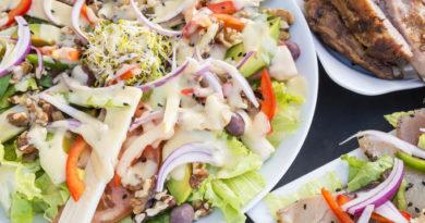 Салат с сердцем и орехами «Полный восторг»