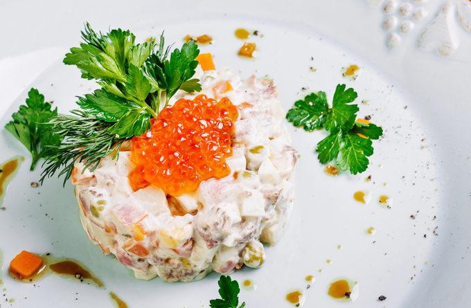 """Крабовый """"Оливье"""" - нетривиальный рецепт от французского шеф-повара"""