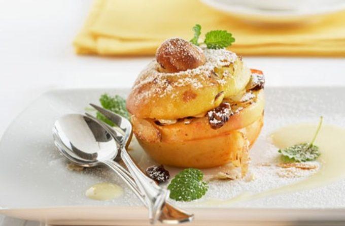 Печеные яблоки с изюмом - полезный десерт