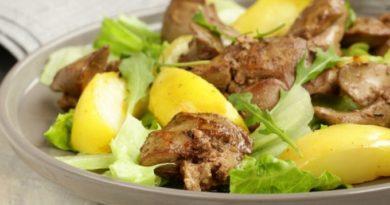Как в ресторане: салат из печени и карамелизированных яблок - всего за 10 минут