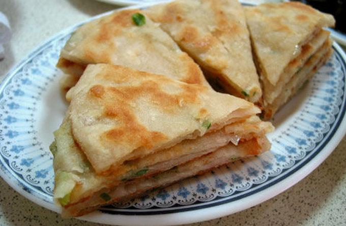 На скорую руку: сырные лепешки с зеленым луком