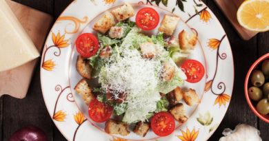 Салат «Неотложка» с сухариками и шпротами