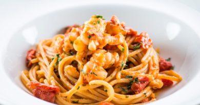 Спагетти с креветками и вялеными помидорами