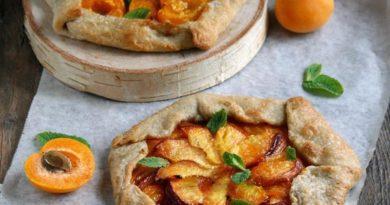 Галета на постном тесте с персиками и абрикосами
