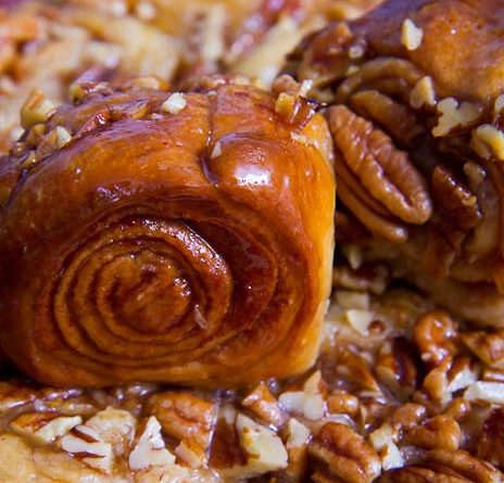 Медовые булочки с корицей и пеканом