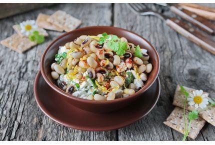 Салат из фасоли с брынзой