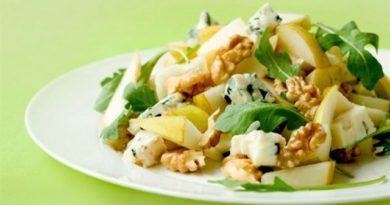 Салат с грушей, сыром и грецкими орехами