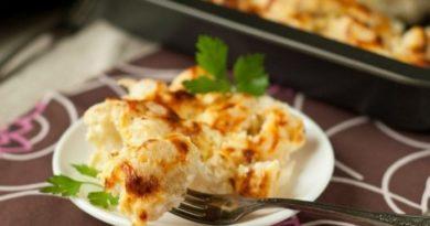 Нежная и вкусная цветная капуста в сметанном соусе с сырной корочкой!