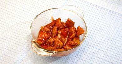 Курица в красном: эффектный и вкусный рецепт