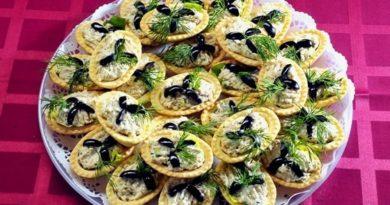 Тарталетки с крабовым мясом и маслинами