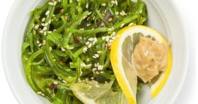 Салат «Чука» с ореховым соусом