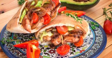 Арабская пита с курицей и овощами