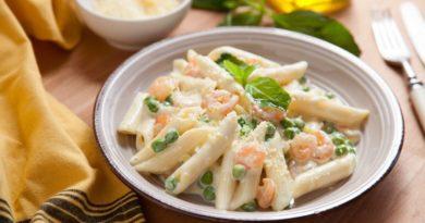 Рецепт: паста с креветками и зеленым горошком в сливочном соусе