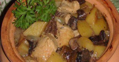 Любите вкусно поесть не заморачиваясь? Приготовьте курицу с сухими грибами и картошкой