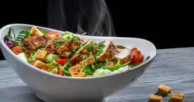 3 лучших салата с сухариками