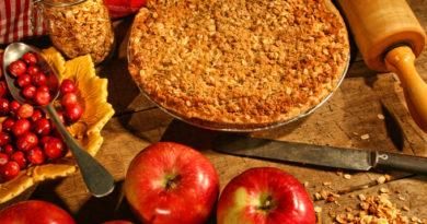 Легче легкого: насыпной яблочный пирог