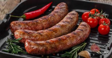 Домашний деликатес: колбаски в фольге
