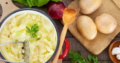 Картофельное пюре по-летнему: с чесноком и зеленым луком