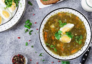 Блюдо дня - зелёный борщ со щавелем и курицей