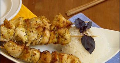 Рис с куриными шашлычками по-тайски