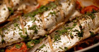"""Ужин на скорую руку: запеченная скумбрия """"По-гречески"""""""