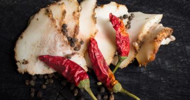 Пряное сало, вареное в пакете - необычный рецепт