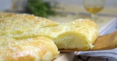 Лепешка из творожного теста с сыром