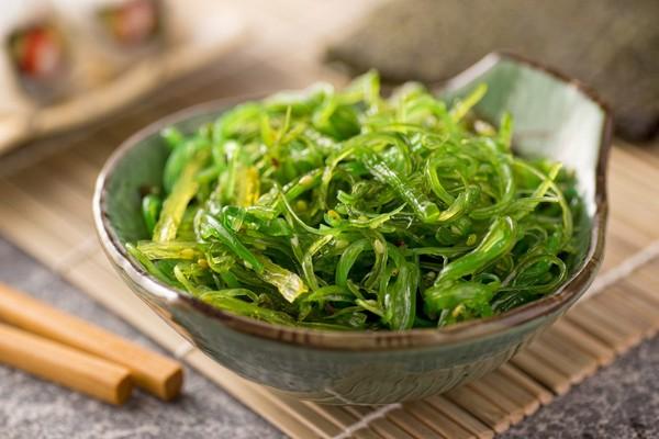 О пользе блюд из морской капусты для тех, кто на диете
