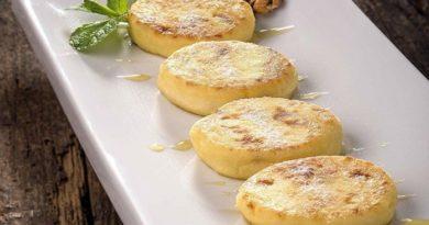 Необычные сырники тушеные в соусе — как пирожные!