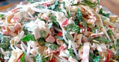 Простой, но в то же время очень вкусный салат «Лакомка»