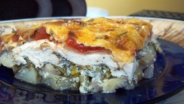 Запеканка с курицей, картофелем, шампиньонами, помидорами и сыром