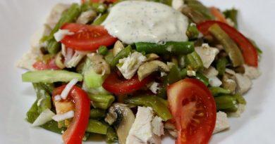Сегодня у меня простой но вкусный «деревенский» салат со стручковой фасолью