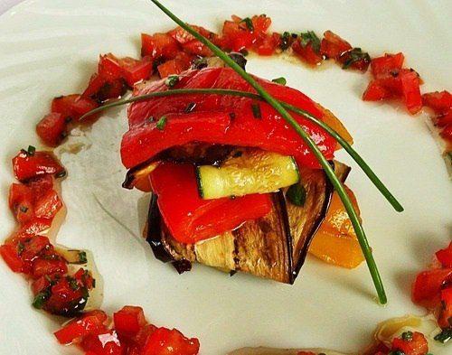 Салат из овощей-гриль (с томатной)