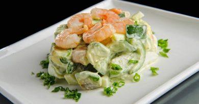 Праздничный салат «Нежный» с креветками